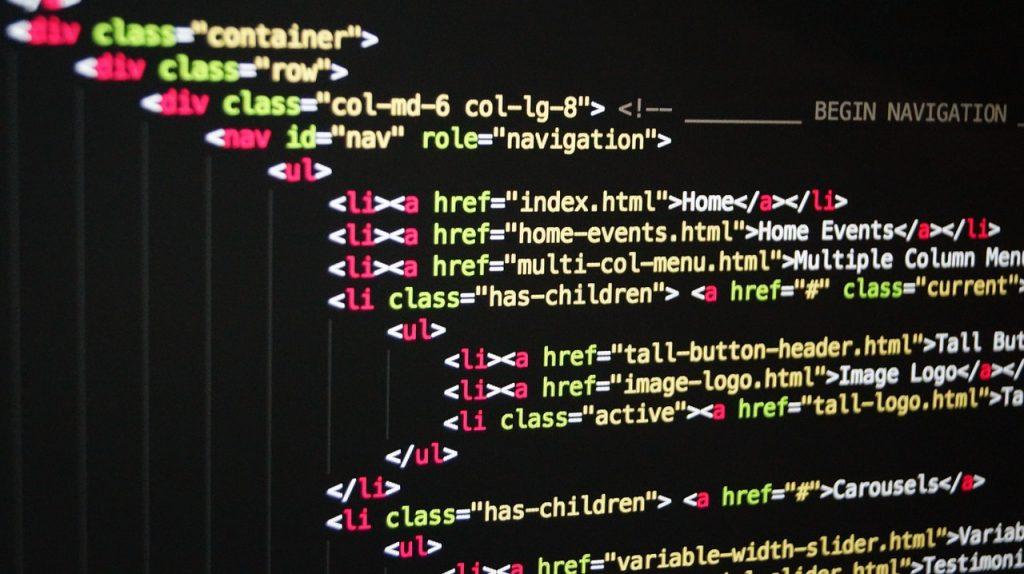 תמונה הממחישה כתיבת קוד לבניית אתר אינטרנט